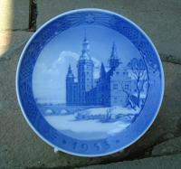 Royal Copenhagen Porcelain Christmas Plate dated 1953