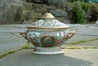 Chinese export Rose Medallion Covered server