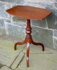 Antique Connecticut Mahogany Tilt Top Table