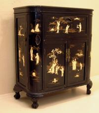Antique Chinese liquor cabinet in black lacquer