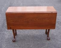 Period American Chippendale drop leaf walnut table c 1780