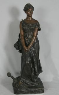 Bronze sculpture of a woman Lapointe in 1904