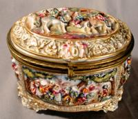 19th C Capodimonte high relief porcelain box