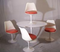 Knoll mid century Modern table and four chairs c1960