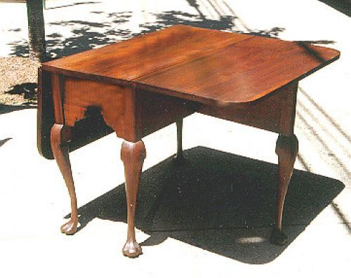 Period Pennsylvannia drop leaf duck foot table